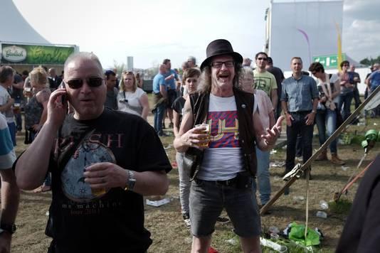De ene drinkt een bietje, een ander belt op Coverland.