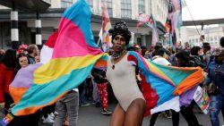 """""""Drie mannen aangevallen door vijftiental jongeren"""" amper één dag na Pride Parade in Brussel"""