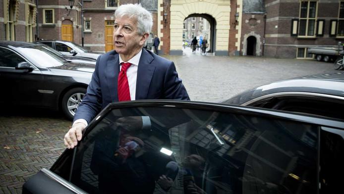 Minister Ronald Plasterk van Binnenlandse Zaken arriveert op het Binnenhof voor de wekelijkse ministerraad.