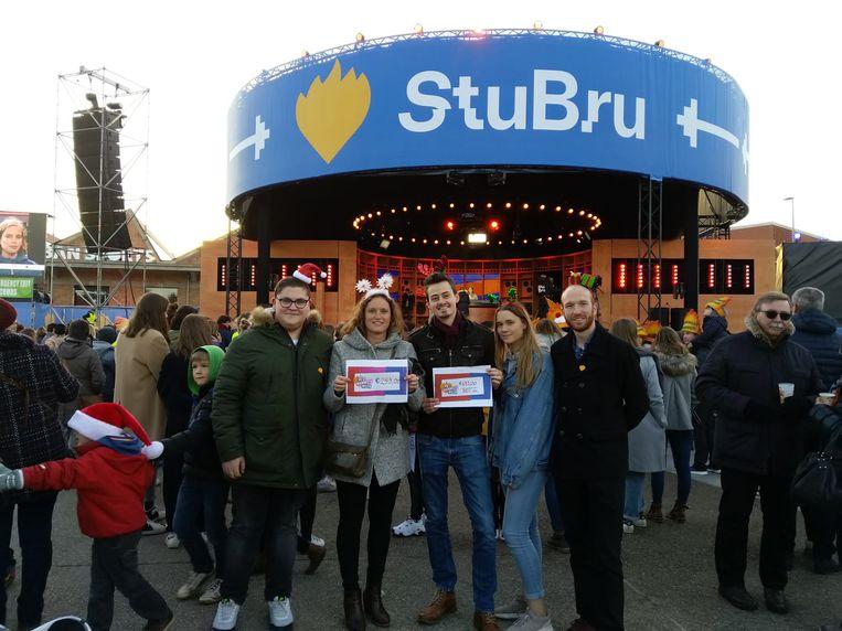 Een delegatie van Jong CD&V ging een deel van het geld in Kortrijk overhandigen