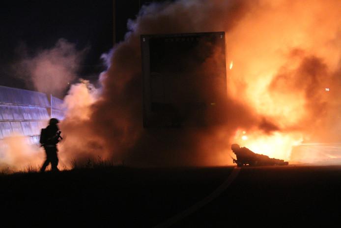 Hevige vrachtwagenbrand op A2 bij Everdingen