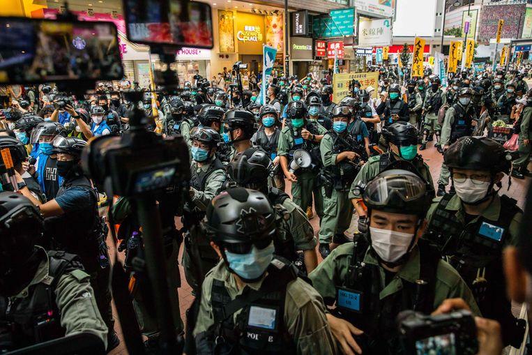 De politie in de straten van Hongkong. Beeld AFP