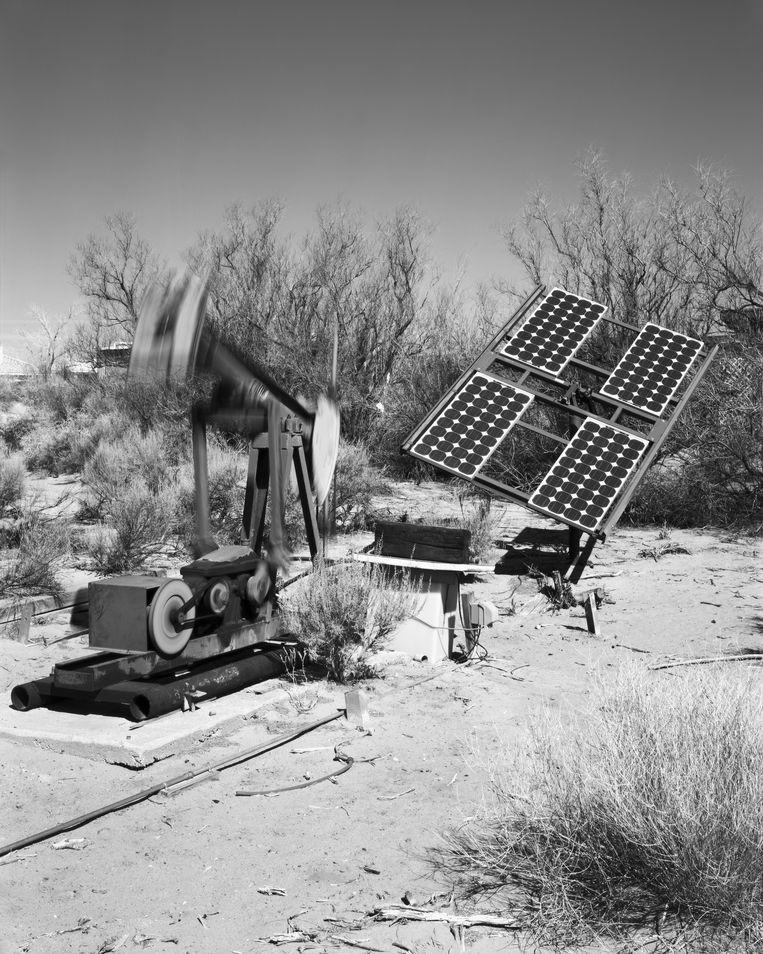 Een waterpomp met zonnepaneel. Uit het project Forward Escape into the Past. Beeld Jim Campers