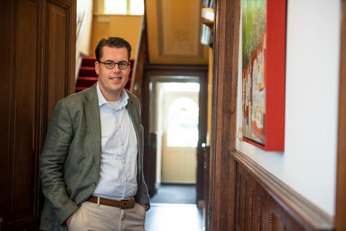Curator Wouter Weenink heeft de directeur van Groothuis Administratie persoonlijk aansprakelijk gesteld. De man werd slachtoffer van internetoplichting.