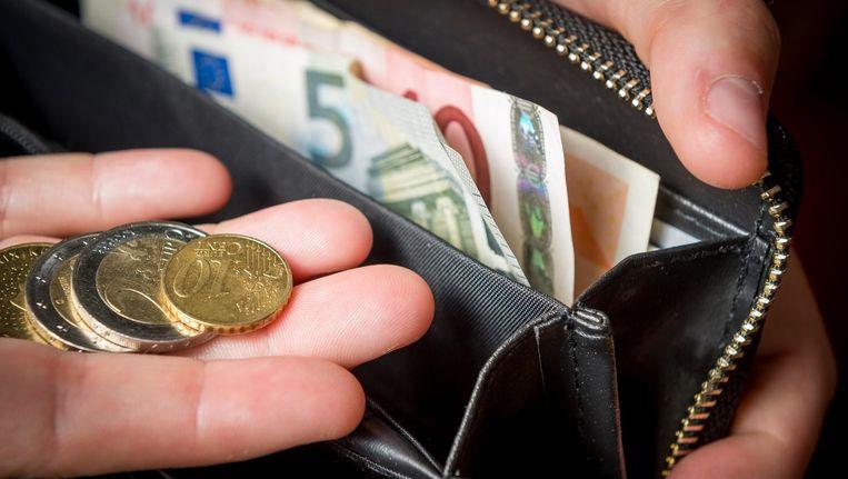 Tussen 63 en 65 jaar verdient de Nederlander het laagste inkomen Beeld anp