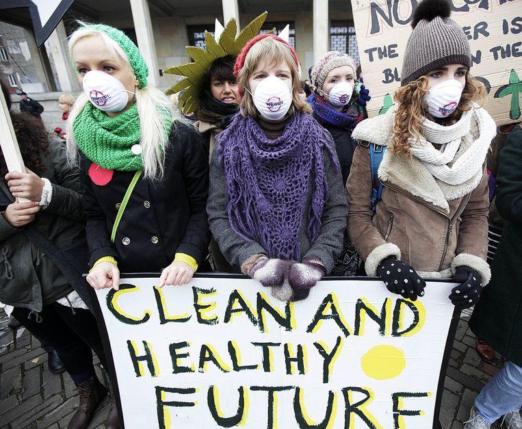 Demonstranten bij de steenkolentop in Warschau Beeld ap