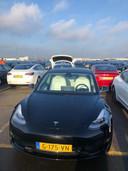 De nieuwe Tesla van Yvonne van Bokhoven.