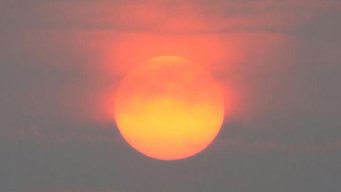Dit is waarom zon en hemel spectaculair kleuren vandaag