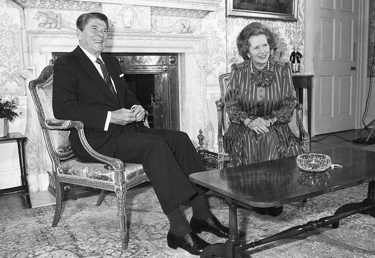 Ronald Reagan met de Britse Premier Margaret Thatcher op 10 Downing Street, op 5 juni 1984. Beeld Getty