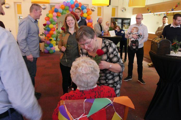 Anneke van Esch viert haar honderdste verjaardag in Park Stanislaus (4)