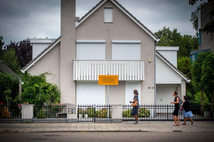 De woning op de Hegdambroek die op last van de burgemeester is gesloten wegens gevaar.