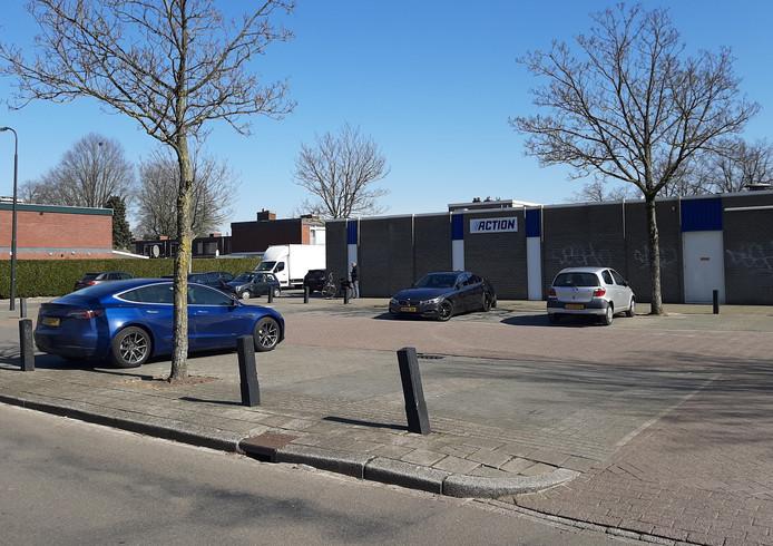 Een zeldzaam beeld tijdens openingstijden: volop plek op de parkeerplaats bij de Action in Apeldoorn-Zuid.