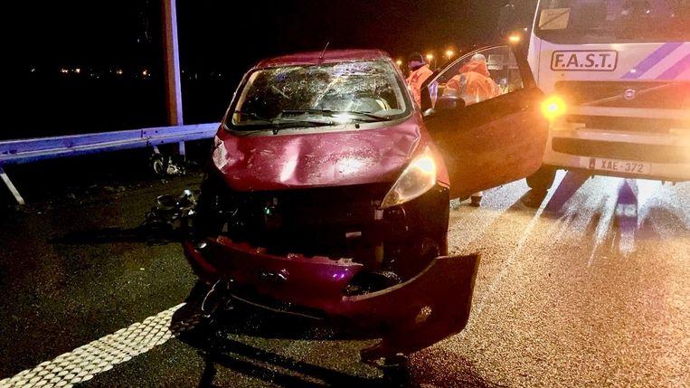 De vrouw moest uitwijken voor een wagen die eerst was gecrasht.