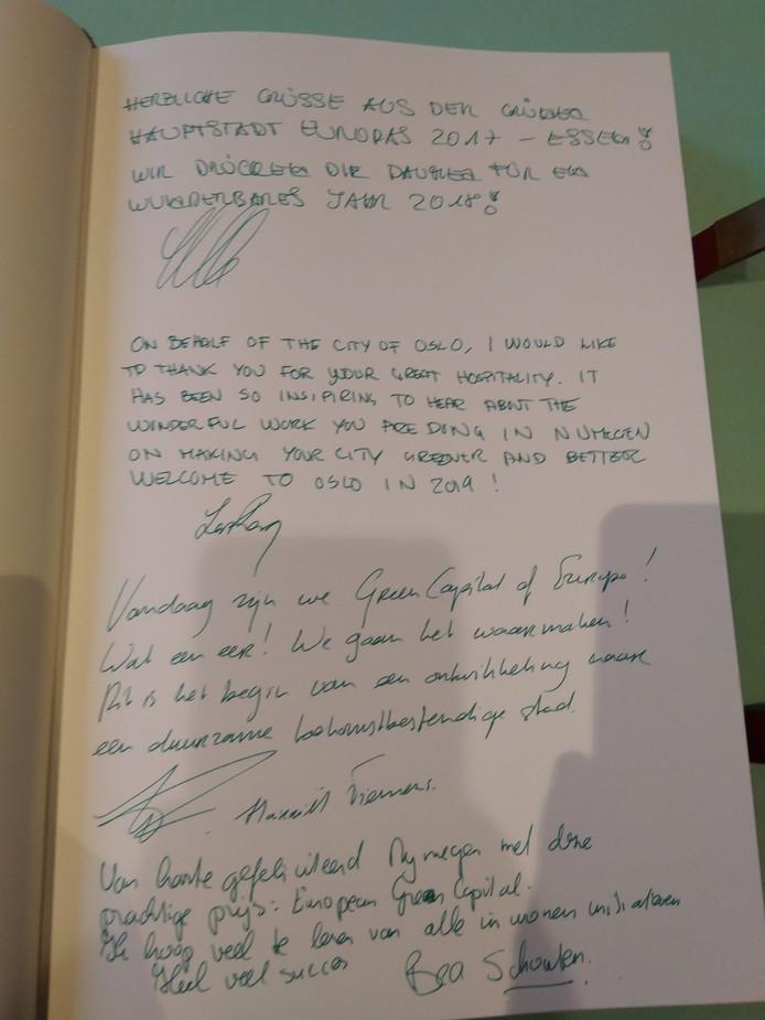 De felicitaties van de hoogwaardigheidsbekleders aan de stad Nijmegen voor de titel Green Capital of Europe.