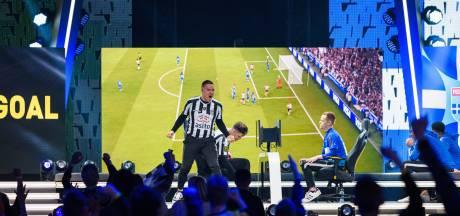 Voetballers en esporters Heracles en PEC in actie tijdens internationaal FIFA-toernooi