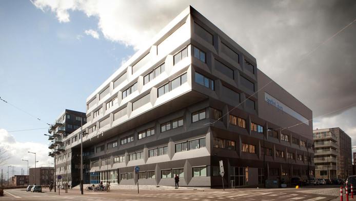 Het IJburg College aan de Pampuslaan