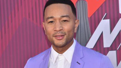 """John Legend geeft update over zijn zwemlessen: """"Ik heb dezelfde leraar als mijn zoontje van 10 maanden"""""""