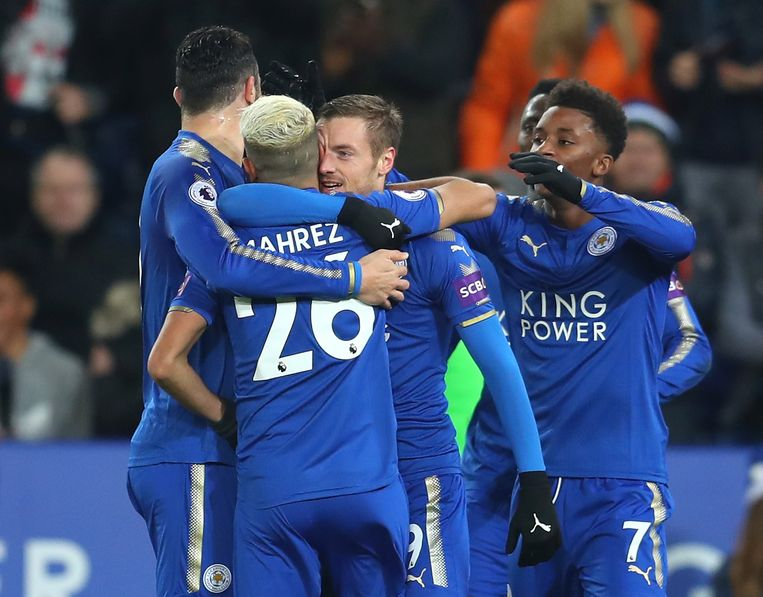 LEICESTER, ENGLAND - DECEMBER 23:  Jamie Vardy of Leicester City celebrates scoring the opening goal with team mates during the Premier League match between Leicester City and Manchester United at The King Power Stadium on December 23, 2017 in Leicester, England.  (Photo by Catherine Ivill/Getty Images)