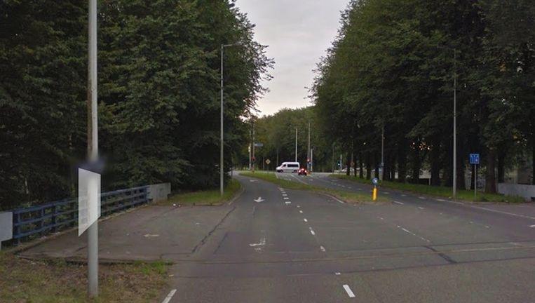 Een 43-jarige vrouw werd verkracht toen zij haar auto parkeerde op een parkeerplaats aan de Molenwijk nabij de Molenaarsweg Beeld Google Streetview