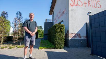 """Sjef (70) bekladt eigen gevel: """"Iedereen mag weten dat de aannemer een prutser is"""""""