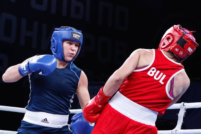 Chelsey Heijnen (links) in actie in de kwartfinale tegen de regerend Europees kampioene Yonuzova uit Bulgarije.