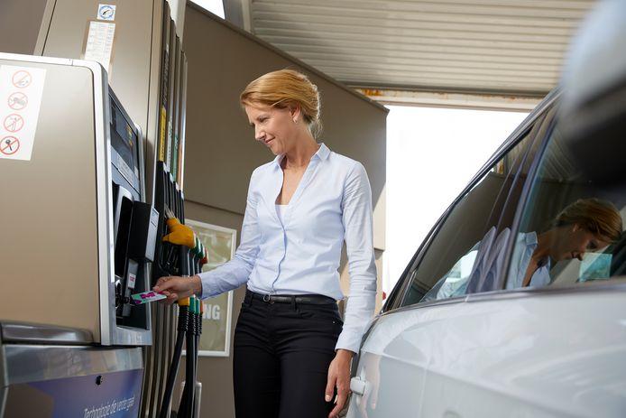 Zakelijke rijders kiezen steeds vaker voor de duurdere E5-benzine, die minder bio-ethanol bevat en dus slechter is voor het milieu