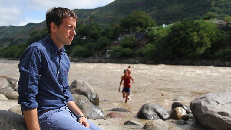 Stef Biemans tijdens een opname van Over de rug van de Andes. Beeld