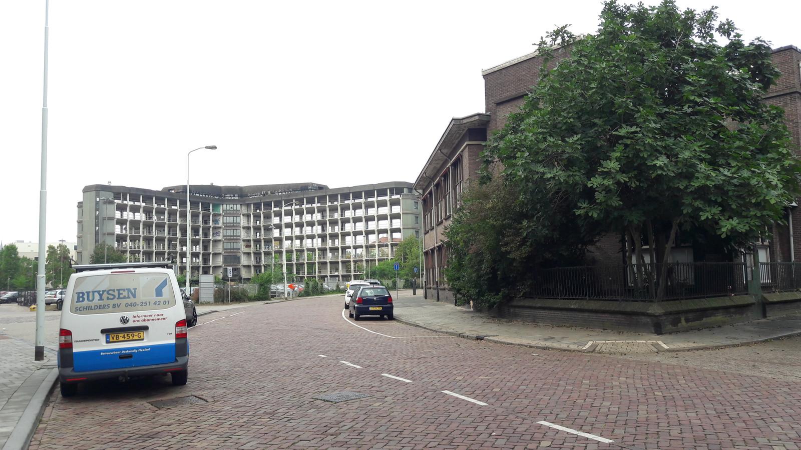 De Gagelstraat in Eindhoven met rechts het TAC dat deels behouden blijft. De vraag is wat er met deze oude cultuurhistorisch belangrijke straat gaat gebeuren als links de Victoriatoren gebouwd wordt. Ook een deel van het TAC wordt vervangen door nieuwbouw.