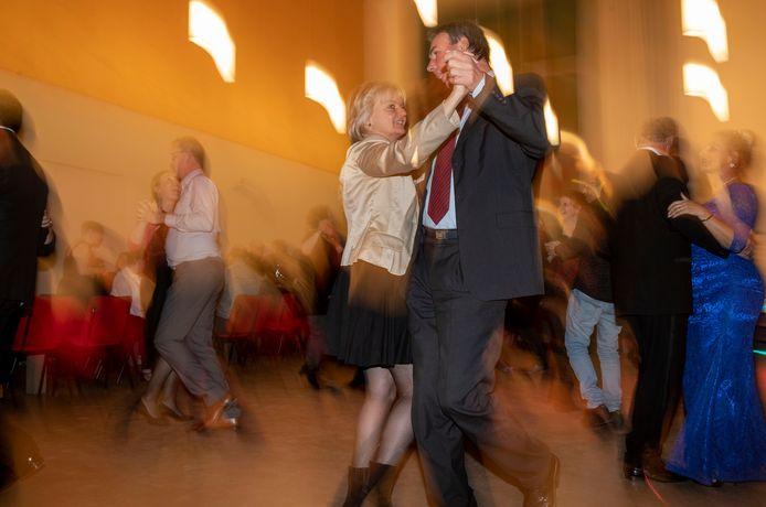 De dansvloer was goed gevuld bij de reünie van Dansschool Bolderman.