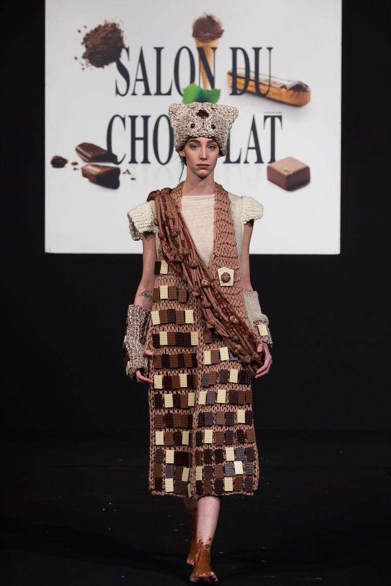 Nathalie Stockman verwerkte tientallen chocolade koekjes in haar ontwerp.