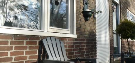 Brandende handdoek door gat in raam van woning in Almelo: 'Dit is een aanslag'