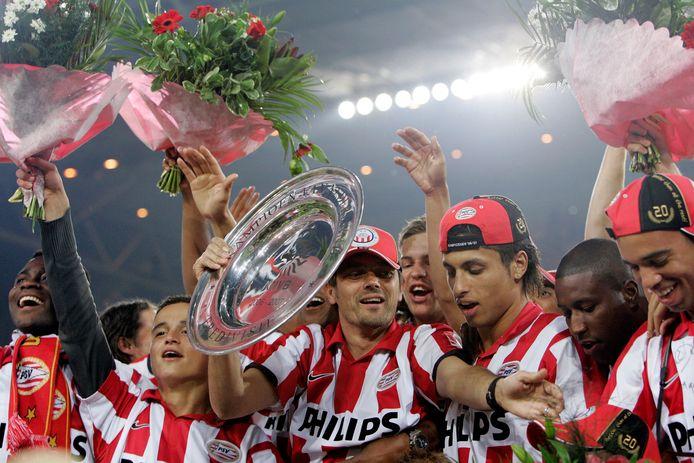 PSV'ers vieren feest na het behalen van de titel, in 2007.