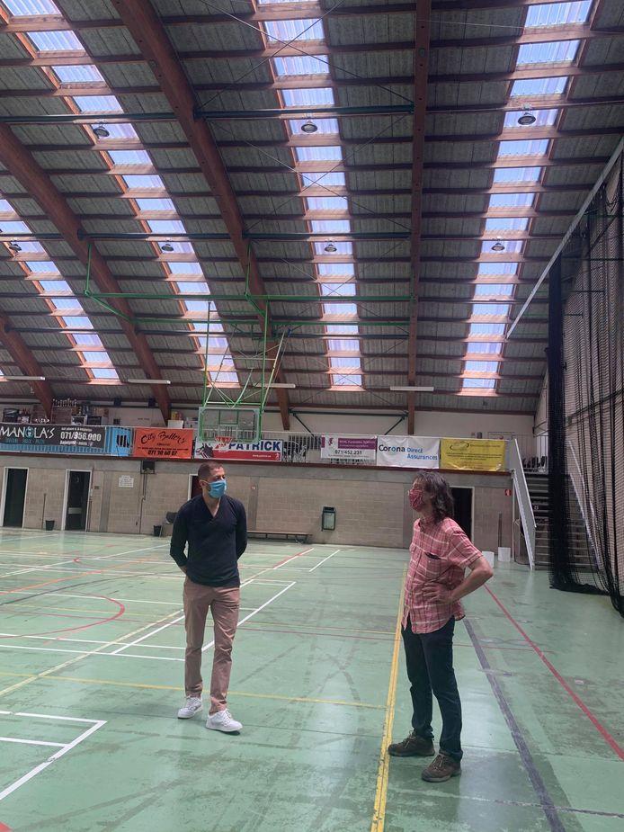 L'échevin des Sports et des Infrastructures sportives de la Ville de Charleroi, Karim Chaïbaï et celui des Bâtiments, Xavier Desgain en visite au Centre Sportif de Roux