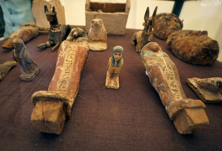 De beeldjes die door de archeologen werden opgegraven.