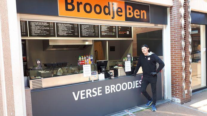 Niels Banken bij zijn broodjeszaak Brood Ben in de Marikenstraat in Nijmegen.