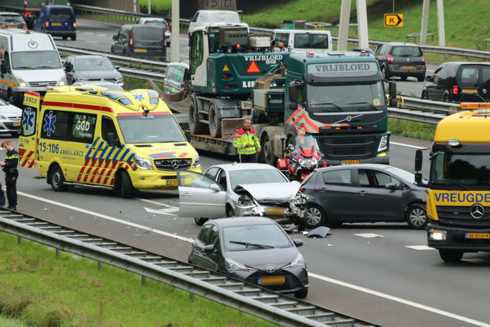 Rijstrook en afrit van A4 ter hoogte van Rijswijk dicht door ongeval