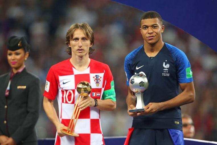 De speler van het toernooi (Luka Modric) en het grootste talent van het toernooi (Kylian Mbappé). Beeld Getty