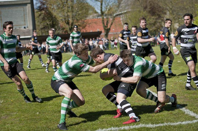 Rugby RSL (in het zwart) verloor met 20-68 tegen de Gentse Dragons (in het groen).