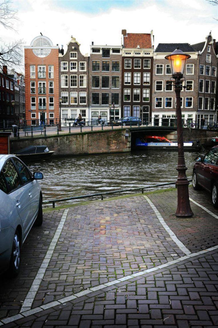 Parkeren in het centrum is bewust duur gemaakt om het autoverkeer af te remmen. Een van de argumenten daarvoor is dat de oude stad snel dreigt dicht te slibben. Foto Floris Lok Beeld