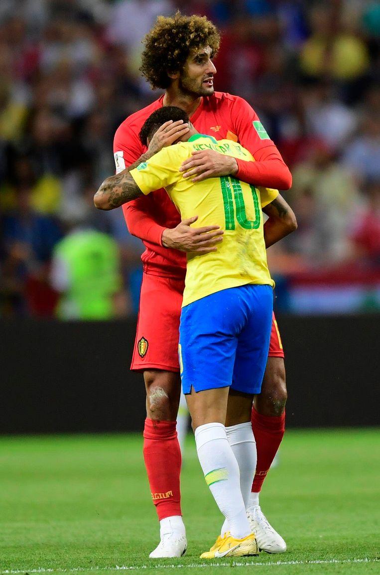 Neymar wordt in Kazan getroost door Fellaini na de Belgische zege tegen Brazilië.