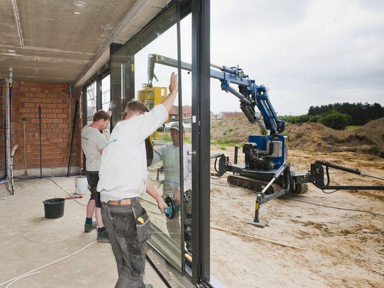 De glaspartij wordt altijd langs de binnenkant van de woning in het profiel geplaatst.