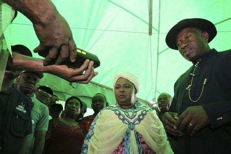 President Goodluck Jonathan moet zich registreren om te kunnen stemmen. Beeld epa