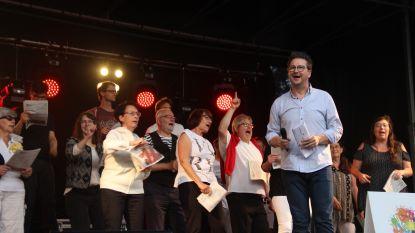 Eerste Pleinconcert valt in de smaak: Kleine Markt loopt vol voor Ontpopt en Vlaanderen Zingt