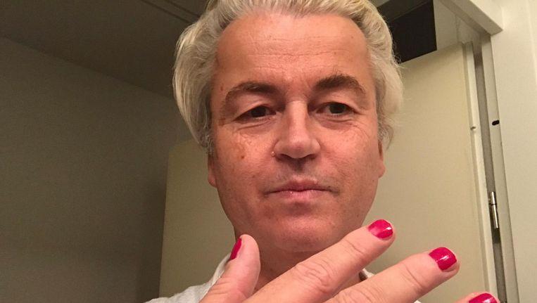 Geert Wilders met gelakte nagels Beeld Twitter