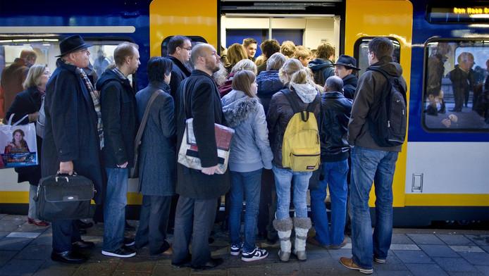 Een Amsterdams bedrijf wil voor reizigers een schadevergoeding van de NS claimen