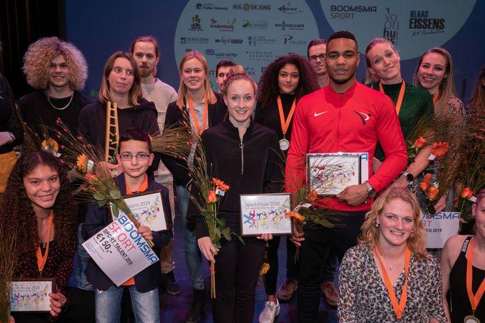 Kickbokser Endy Semeleer (rood jack),  turnster Céline van Gerner (midden) en damtalent Matheo Boxum (tweede van links, voorgrond) wonnen de individuele prijzen. De dames van AV NOP kroonden zich tot beste sportploeg, Wendy Roowaan (middelste rij, links) van zwemvereniging Zignea werd geëerd als sportvrijwilliger.