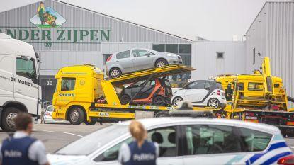 Gestolen Jaguar leidt naar loods met 12 wagens