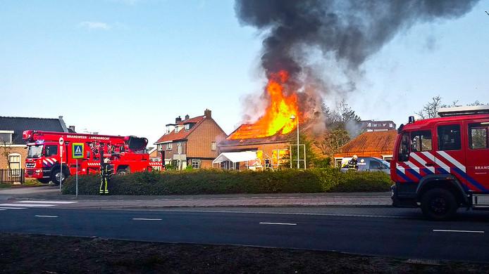 De brand was al snel uitslaand en heeft heel het bedrijf verwoest.