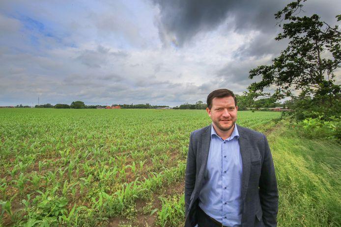 Ieper Directeur VTI Matthias Archie bij grond waar de  nieuwe school moet komen.