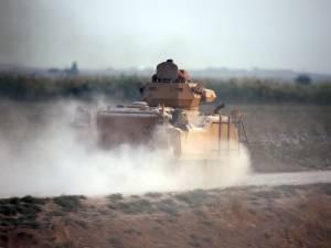 La Turquie lance son offensive terrestre en Syrie
